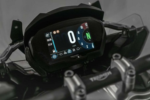 Triumph-Tiger-1200-2018-TFT-display-screen.jpg